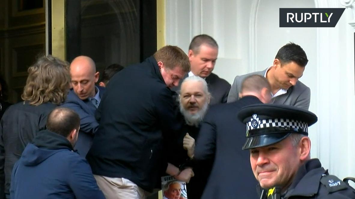 Великобритания: Ассанж покинул посольство Эквадора *МИРОВОЙ ЭКСКЛЮЗИВ*