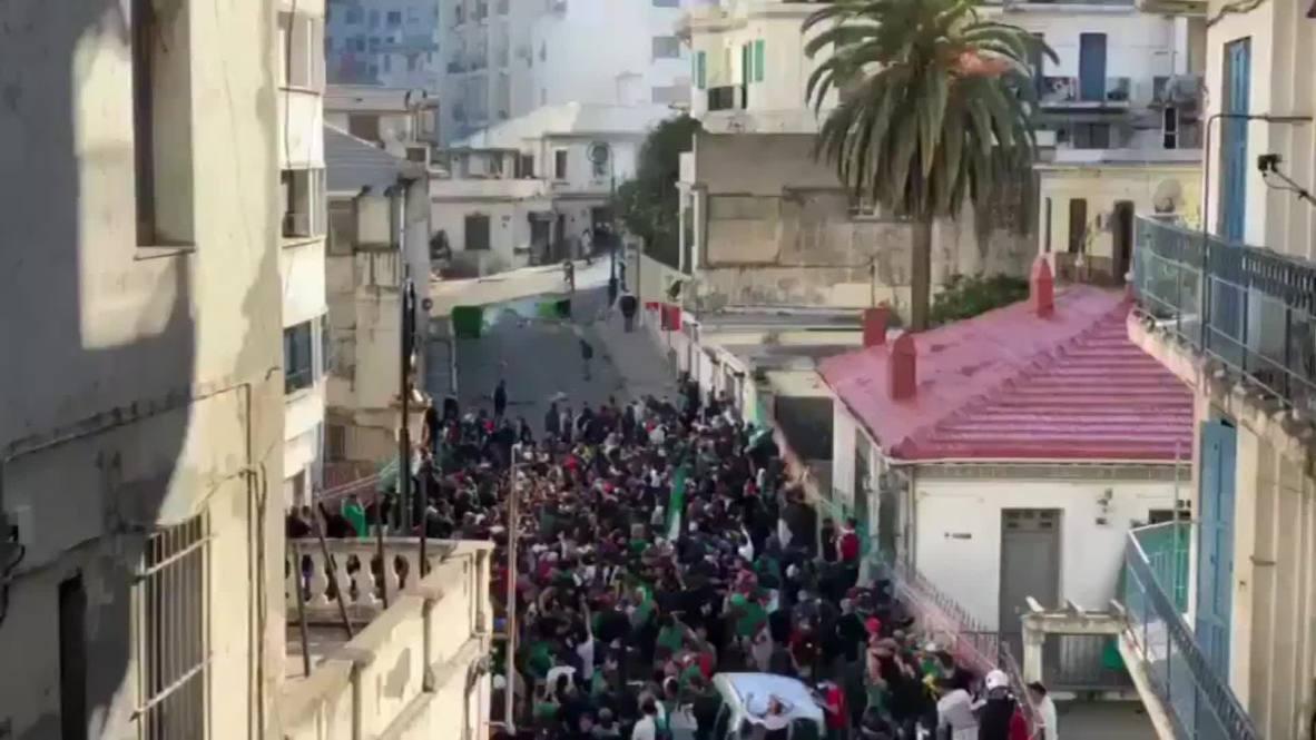 Algeria: Police deploy tear gas as protests continue in Algiers