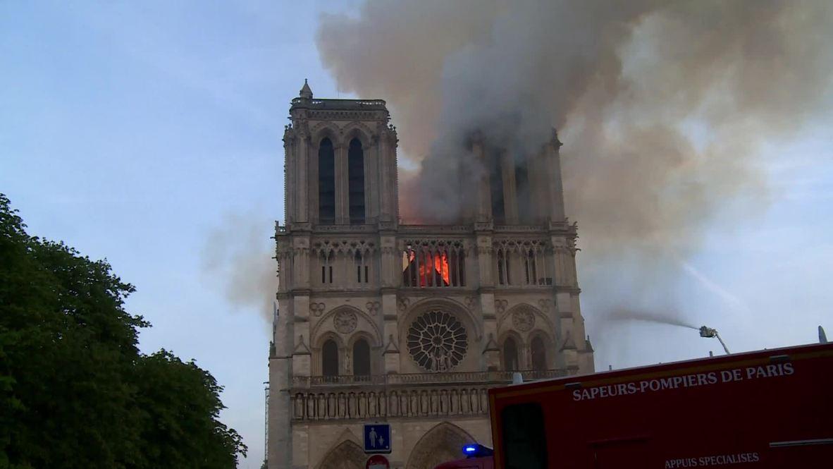 Francia: Macron llega a Notre Dame mientras las llamas destruyen la Catedral