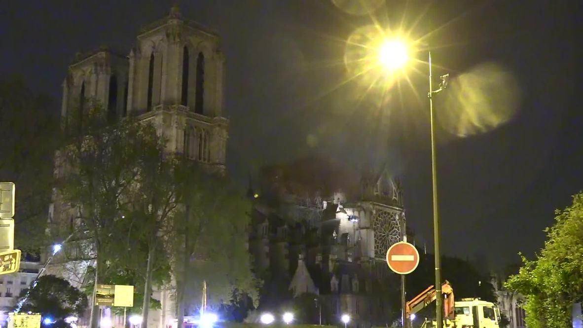Франция: Пожарным удалось локализовать пламя в Соборе Парижской Богоматери