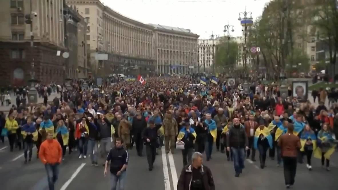 Ukraine: Crowds descend on Kiev's Olympic stadium ahead of Poroshenko-Zelenskiy debate