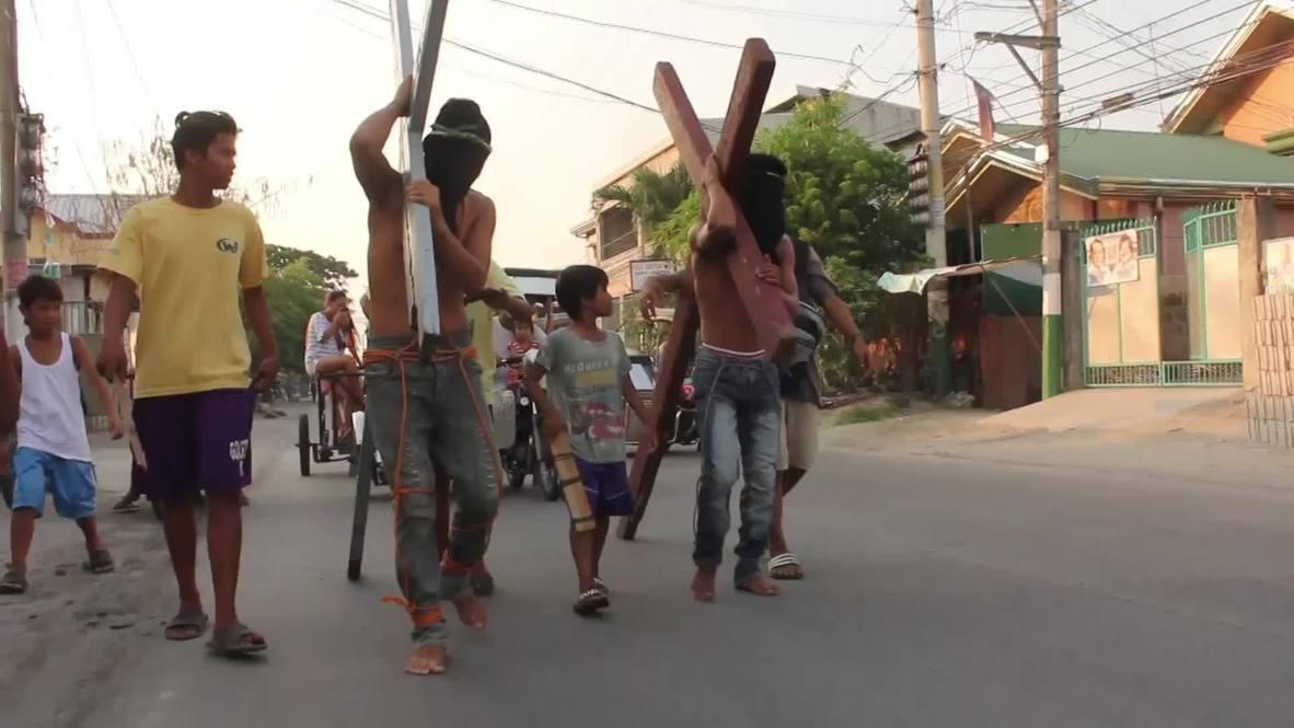 Philippines: Catholic zealots re-enact Christ's crucifixion on Good Friday *GRAPHIC*