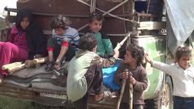 Сирия: Перемещённые семьи прибыли в провинцию Хама из лагеря беженцев