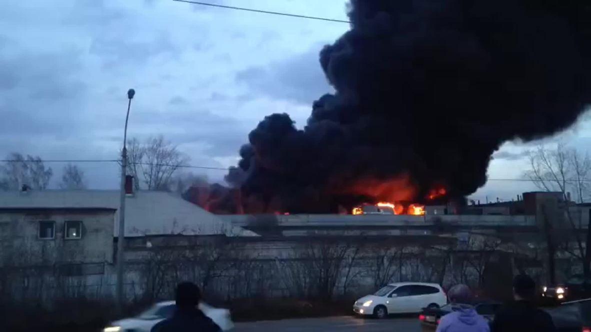 Россия: Пламя не утихает. Пожар в Красноярске на территории завода продолжается