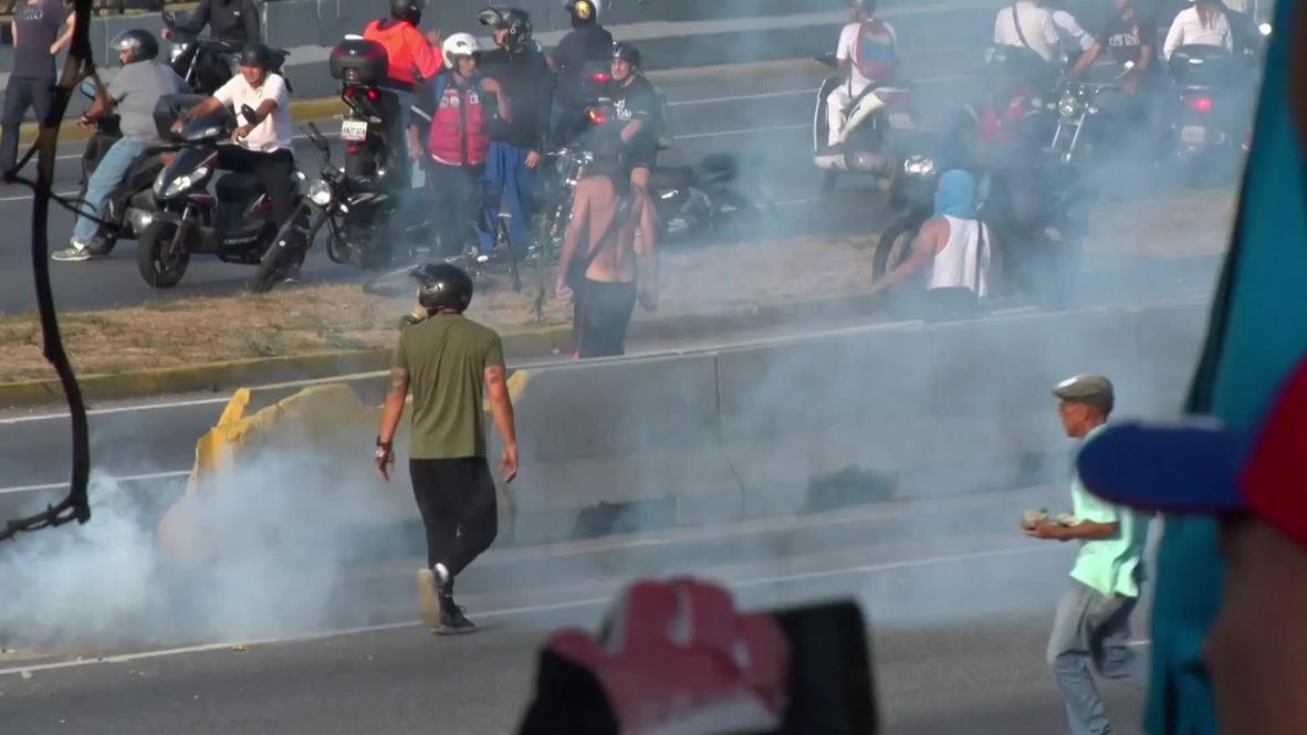 Венесуэла: Столкновения полиции и протестующих рядом с авиабазой в Каракасе