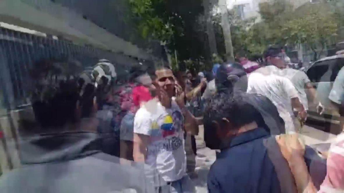 Venezuela: El político opositor Leopoldo López solicita asilo en la embajada chilena