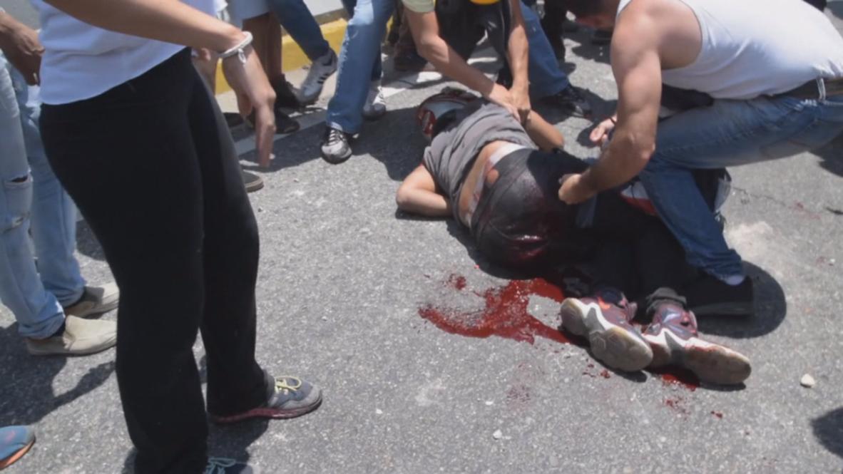 Венесуэла: В результате столкновений с полицией ранены несколько сторонников Гуайдо