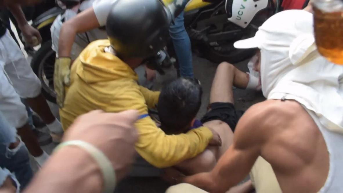 Venezuela: Pro-Guaido supporters clash with Venezuelan National Guard