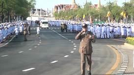 Таиланд: Тысячи людей собрались на церемонии коронации у Большого дворца в Бангкоке