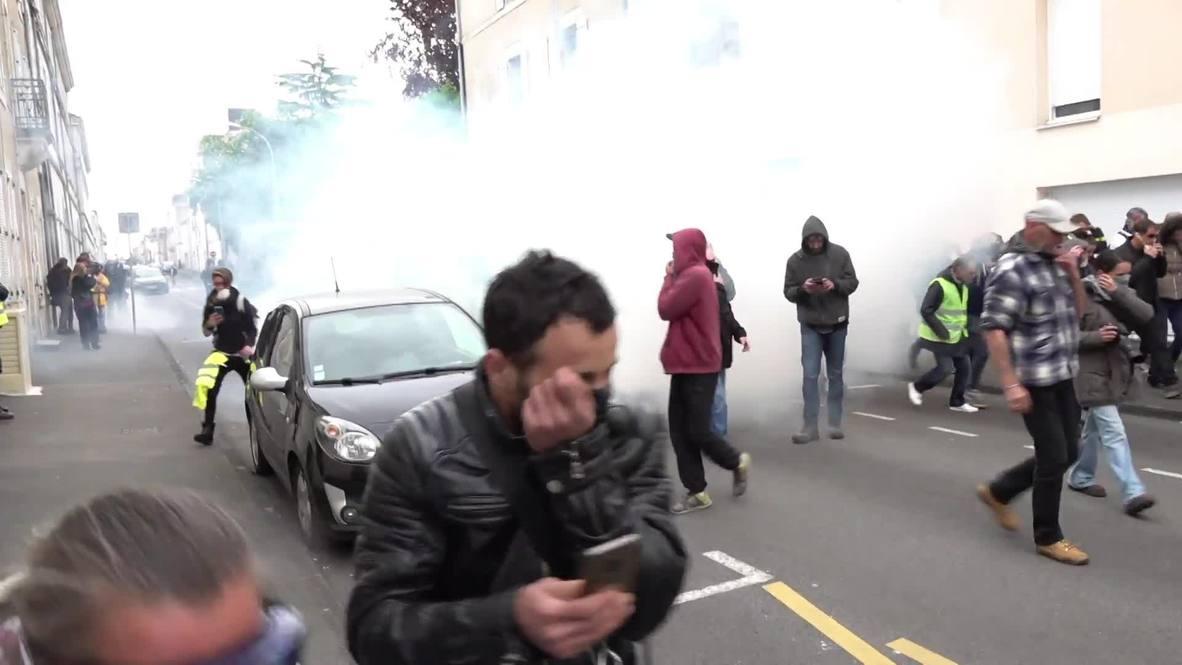 Francia: 'Chalecos amarillos' inician incendios y se enfrentan a la policía cerca de Nantes