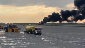 Россия: Минимум шесть человек пострадали при посадке самолета в аэропорту Шереметьево, самолет загорелся  *ЭКСКЛЮЗИВ*