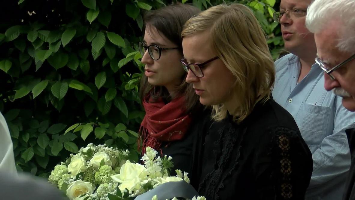 Alemania: Entierran microscópicos restos de prisioneros del régimen nazis que fueron diseccionados