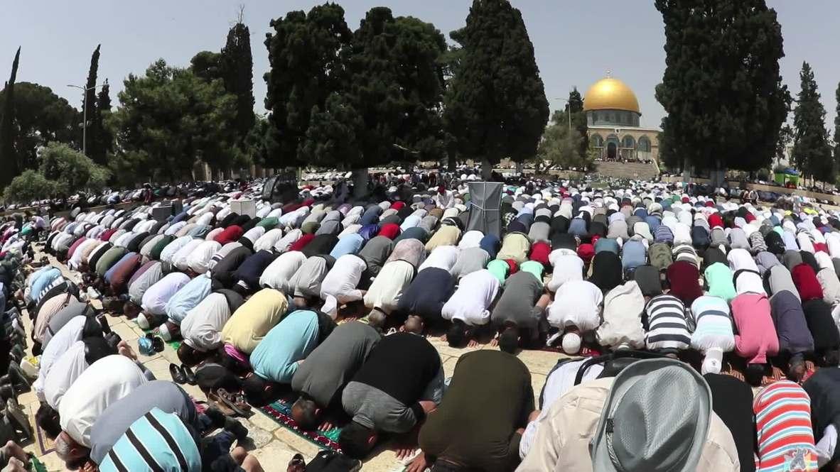 East Jerusalem: Muslims crowd into Al-Aqsa Mosque for Ramadan Friday's prayers