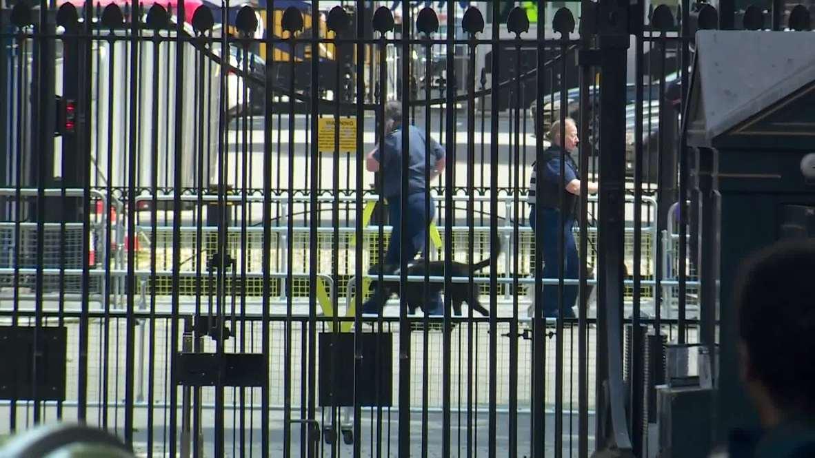 Reino Unido: Acordonan residencia de Theresa Maya en Downing Street por 'paquete sospechoso'