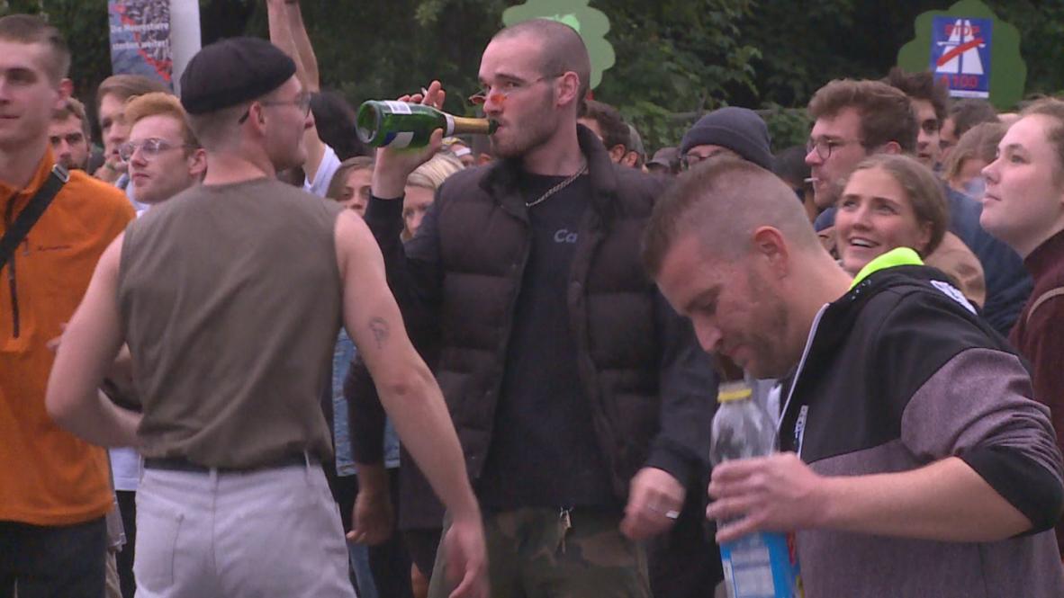 Germany: Street ravers protest motorway threatening Berlin's night clubs