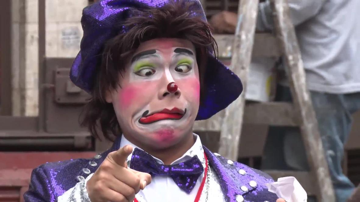 Перу: Цирк да и только! В Лиме прошёл парад в честь Дня клоуна