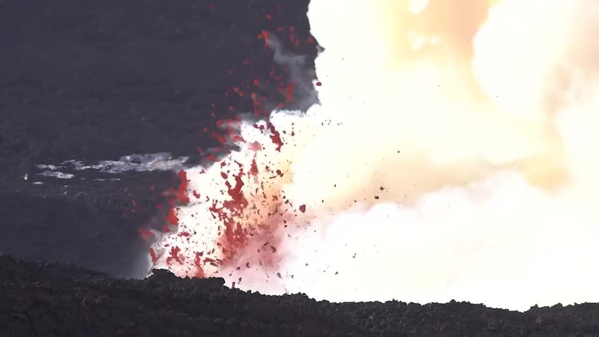 Italia: Monte Etna arroja ceniza y lava mientras continúa en erupción