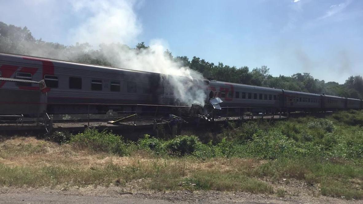 Россия: Пассажирский поезд столкнулся с грузовиком и загорелся, 189 пассажиров уцелели
