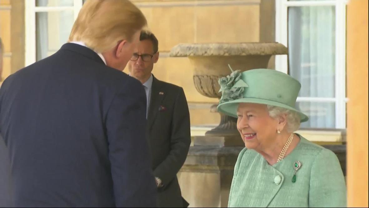 Reino Unido: La Reina Isabel II recibe a Trump en el Palacio de Buckingham