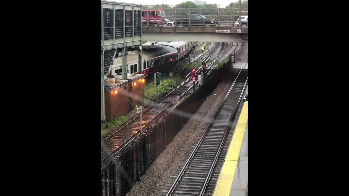 EE.UU.: Retrasos después del descarrilamiento de un tren en Boston