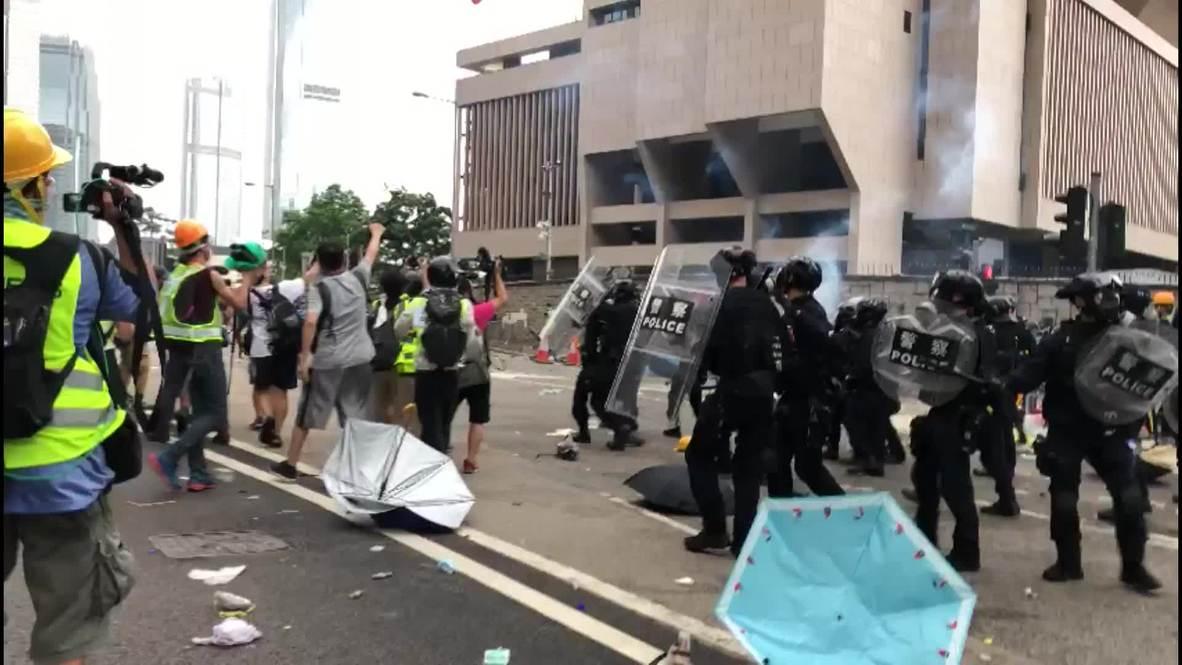 Hong Kong: Tensions flare as demo against China bill escalates