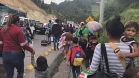 Ecuador/Colombia: Venezuelan migrants flock to border en route to Peru