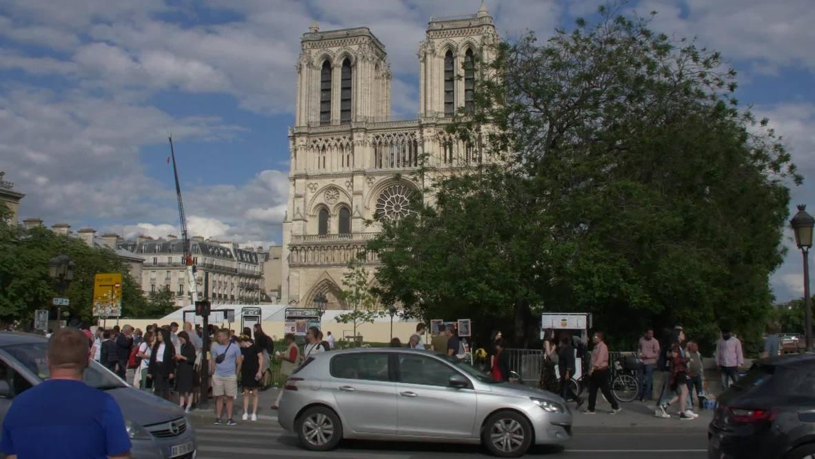 Francia: Niegan entrada a los fieles en la primera misa de Notre Dame tras el incendio