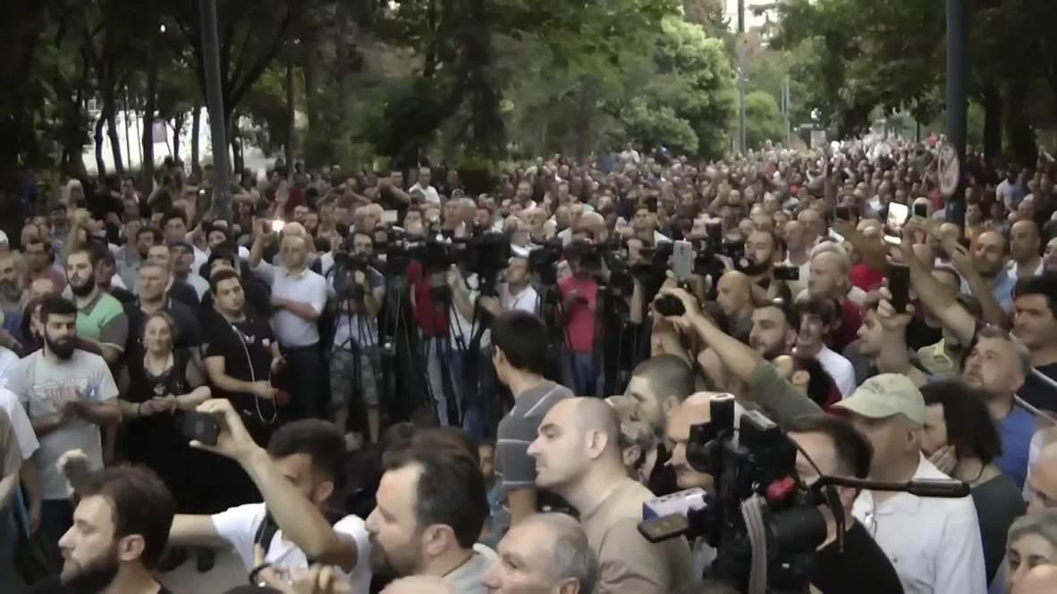 """Грузия: """"Не навязывайте псевдоценности"""". В Грузии прошёл сход противников ЛГБТ"""