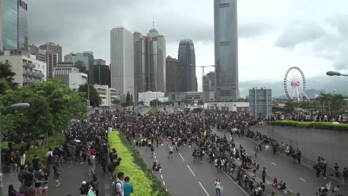 Hong Kong: Extradition bill protesters rally into night outside Legislative Council