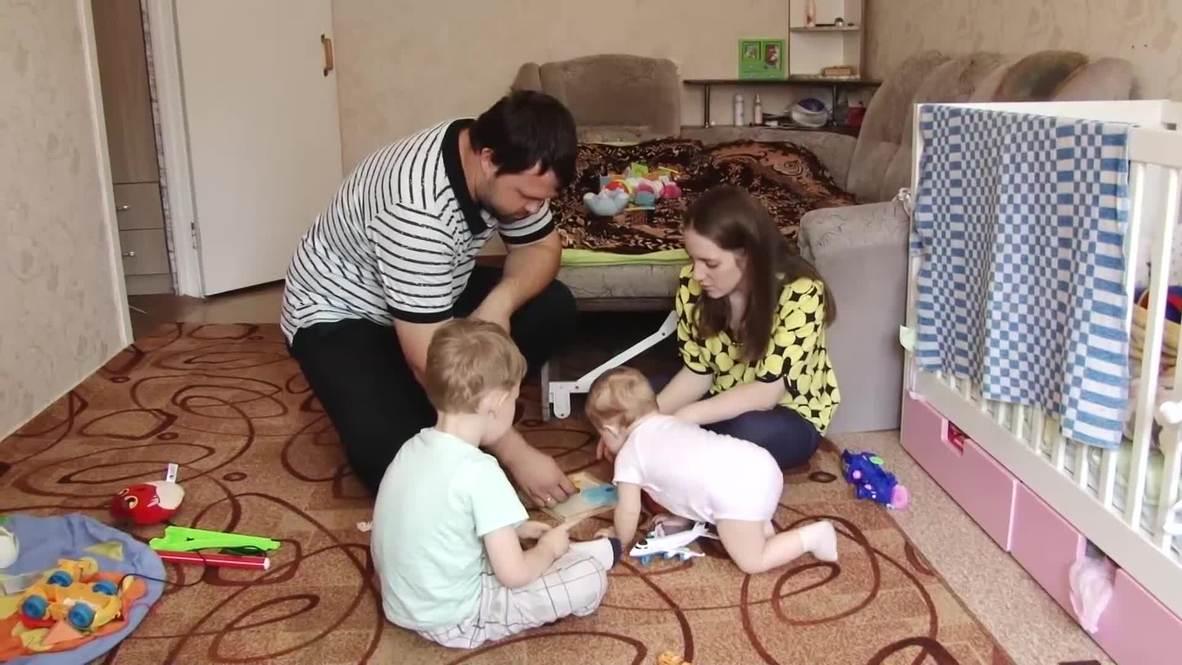 """Россия: """"Я кушал мусор"""". Мальчик, которого выкрал и прятал на болоте родной отец, дома"""