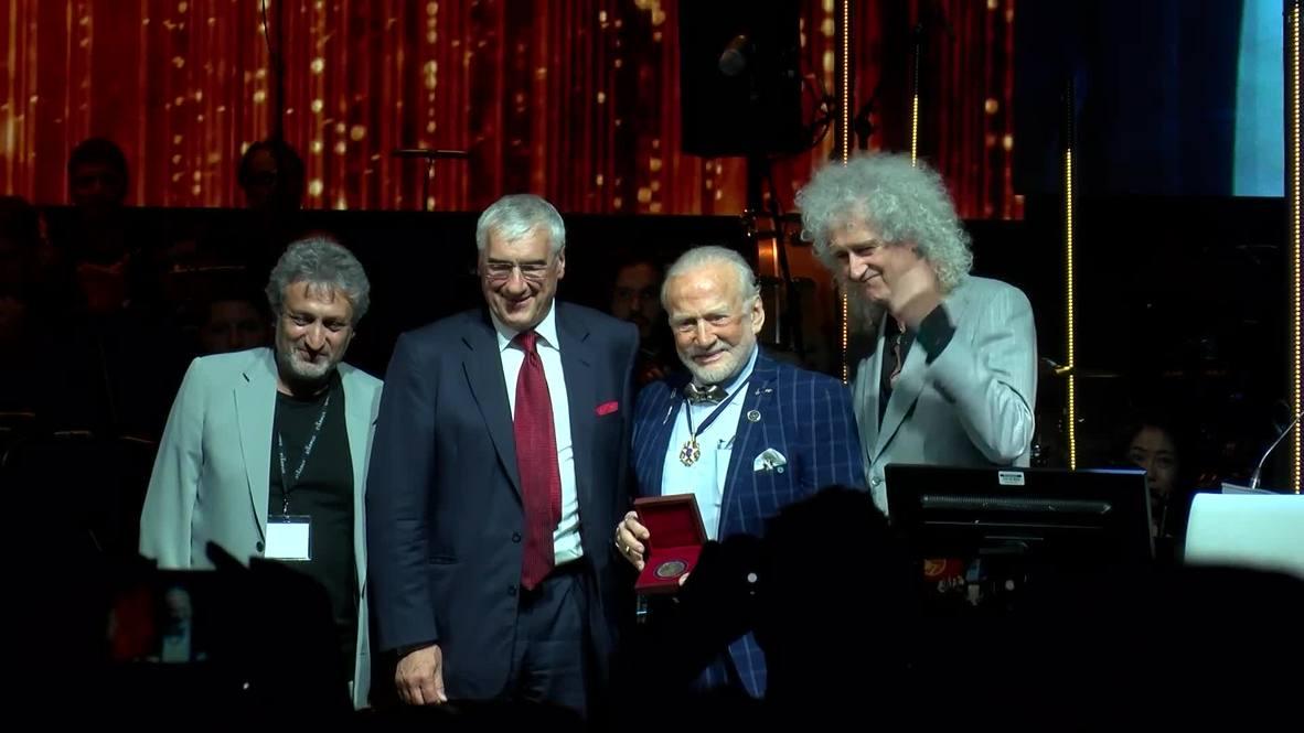Suiza: Elon Musk y Buzz Aldrin entre los ganadores de la Medalla Stephen Hawking