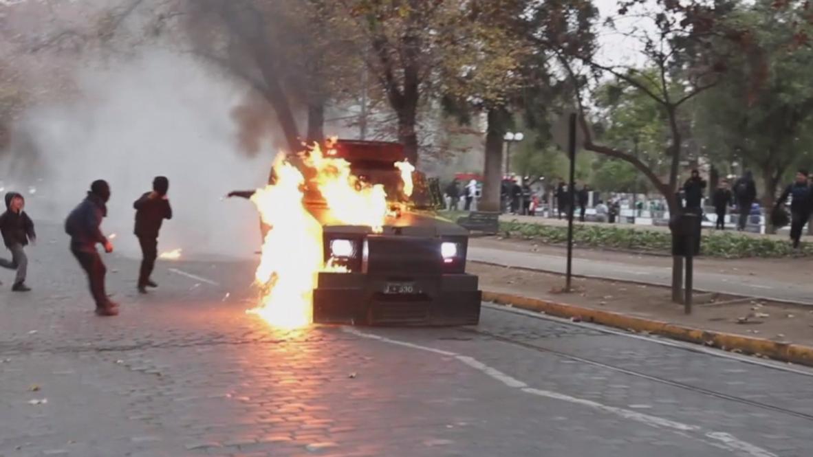 Chile: Violentos enfrentamientos durante protesta estudiantil