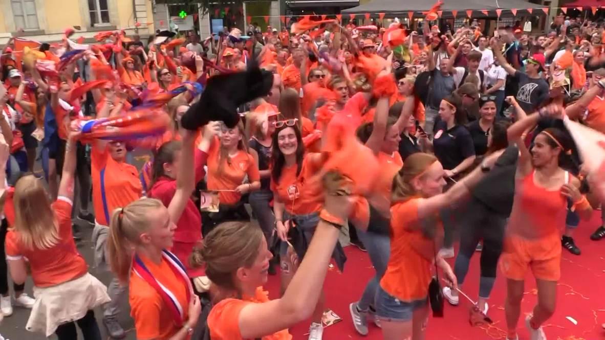 Francia: Aficionados de Países Bajos bailan camino al estadio previo al juego ante Japón