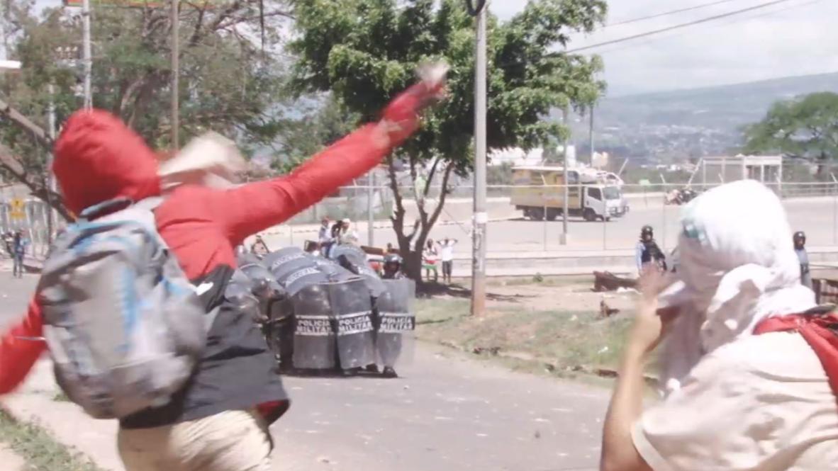 Honduras: Policías disparan contra estudiantes durante enfrentamientos en Tegucigalpa