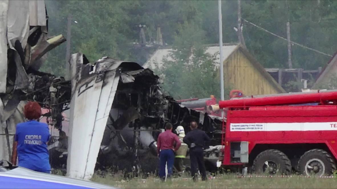 Rusia: 2 muertos, 30 heridos tras aterrizaje de emergencia de avión An-24 en Siberia *FOTOGRAFÍAS*