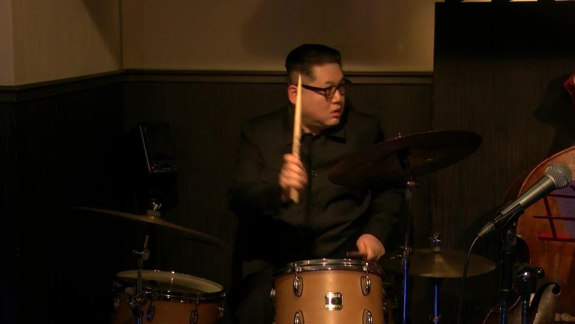 """Japón: """"Tiranos"""", la banda de jazz integrada por los dobles de Trump y Kim Jong-un busca nuevos miembros"""