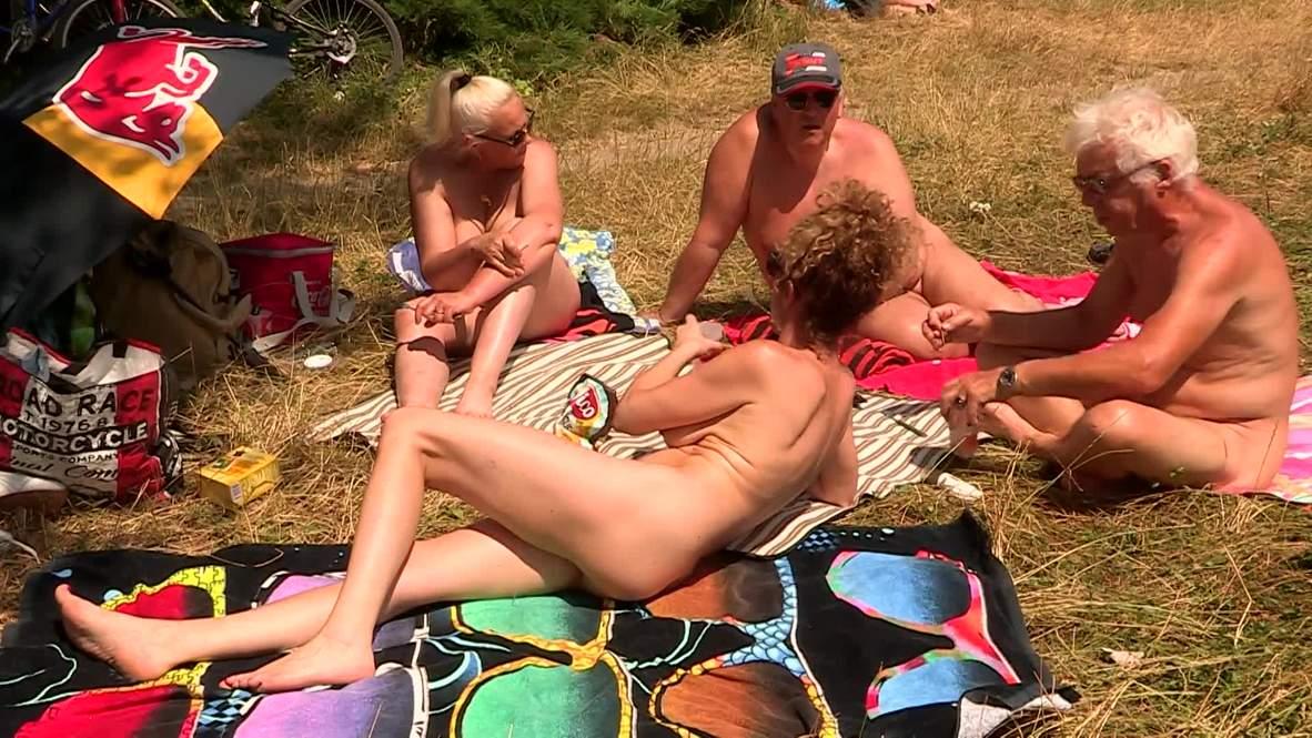 Nude picnic marks Parisian Day of Naturism *EXPLICIT*