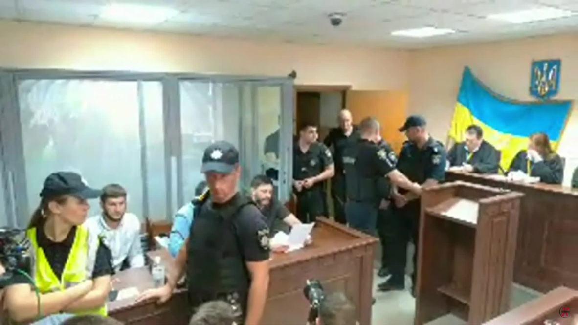 Украина: Первые кадры из зала суда, где проходят слушания по делу Вышинского
