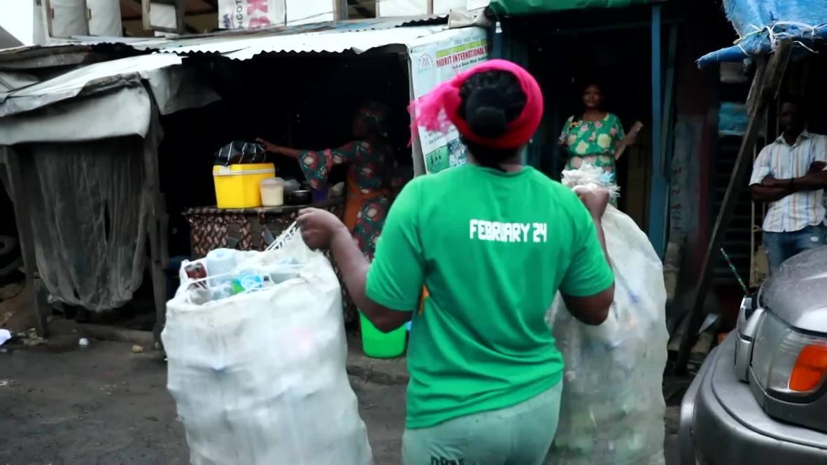 Una escuela de Nigeria acepta los residuos plásticos como pago de matrícula