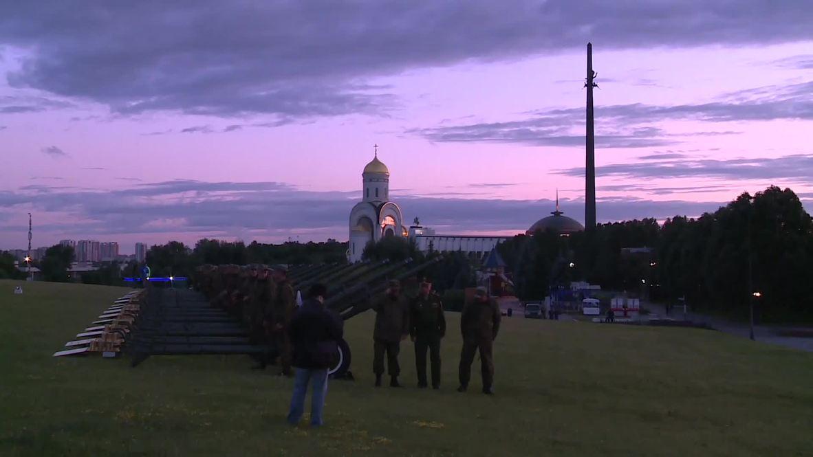 Россия: В Москве прогремел салют в честь 75-летия освобождения Минска от войск нацистской Германии