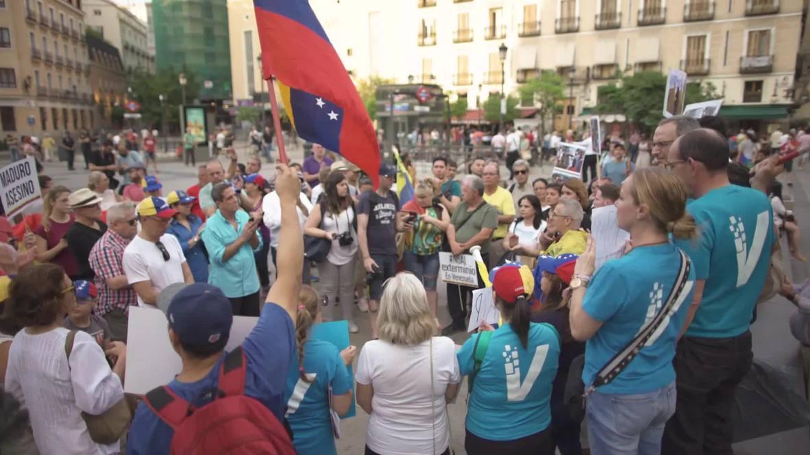 """España: Venezolanos piden intervención internacional para derrocar a Maduro """"por la fuerza"""""""