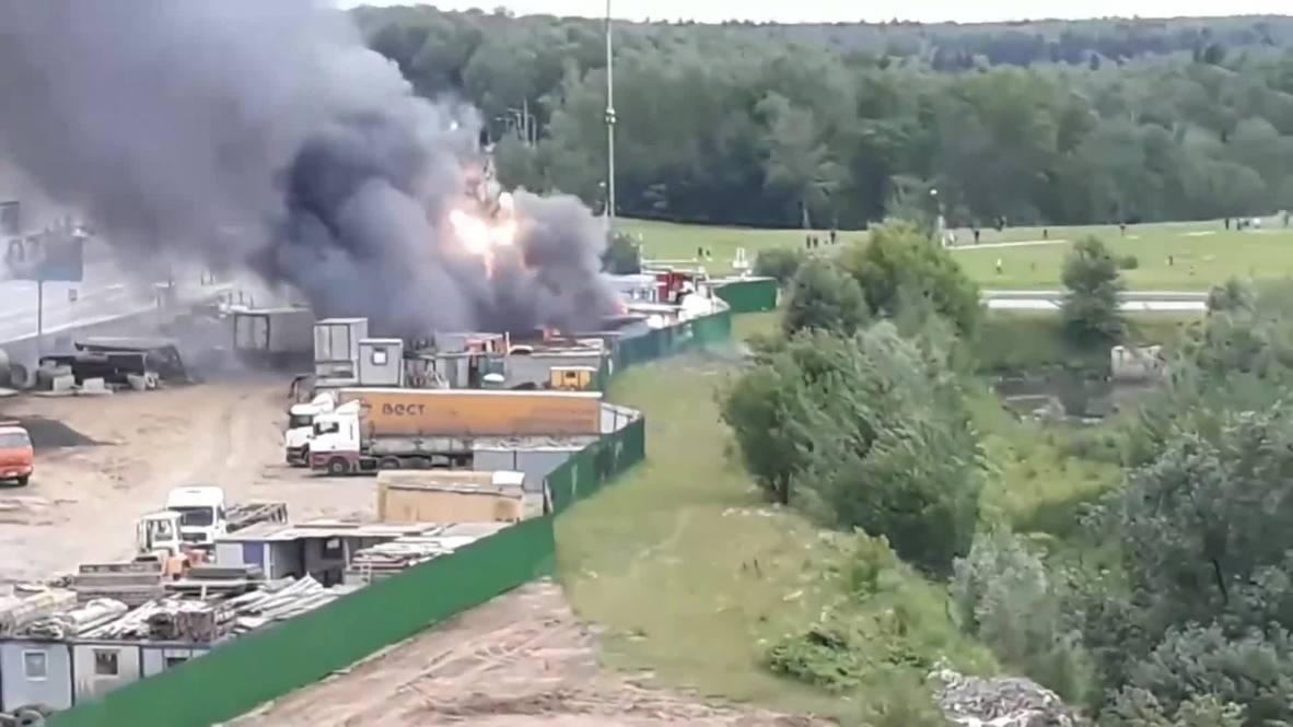 Россия: В Новой Москве пожар на заправке, со слов очевидцев, высота пламени была 20 метров