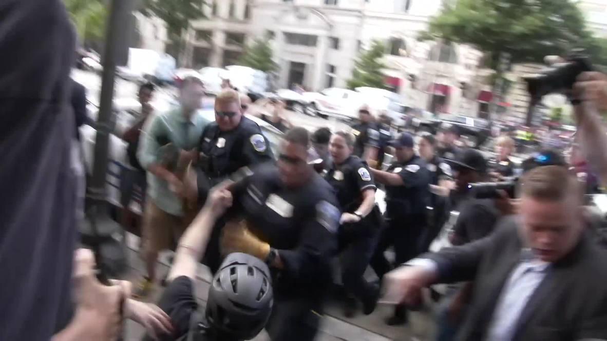 """EE.UU.: Estallan peleas en Washington D.C. durante manifestación de derecha por la """"libertad de expresión"""""""