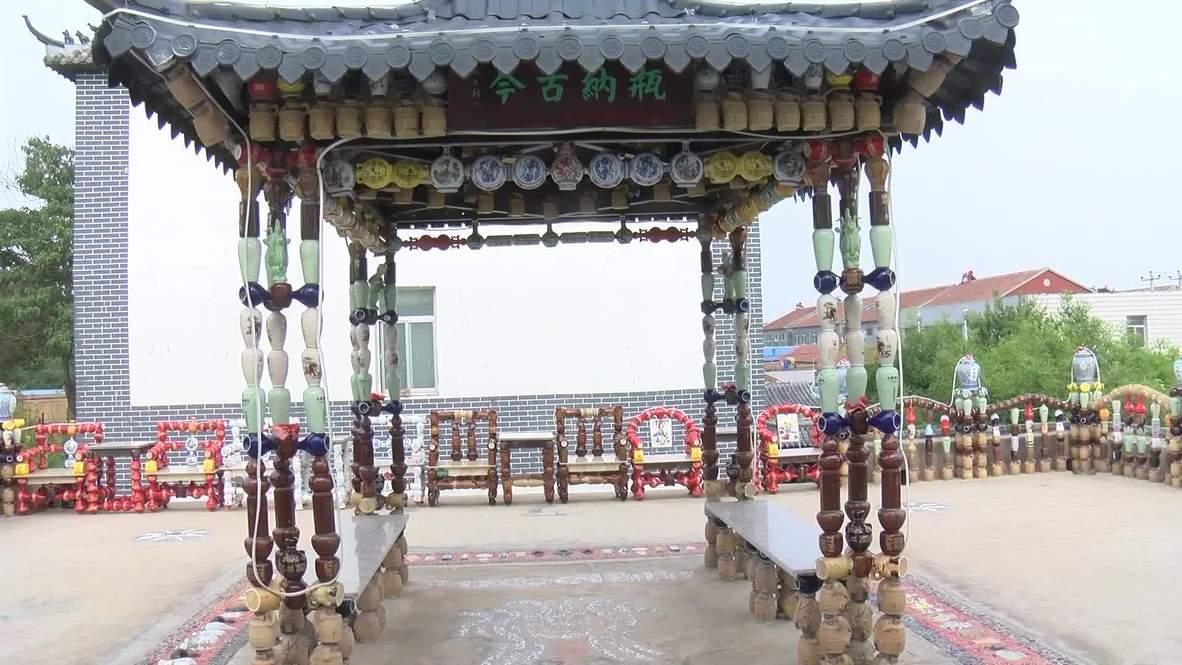 China: Botellas de vino son transformadas en llamativas obras de arte para adornar un parque