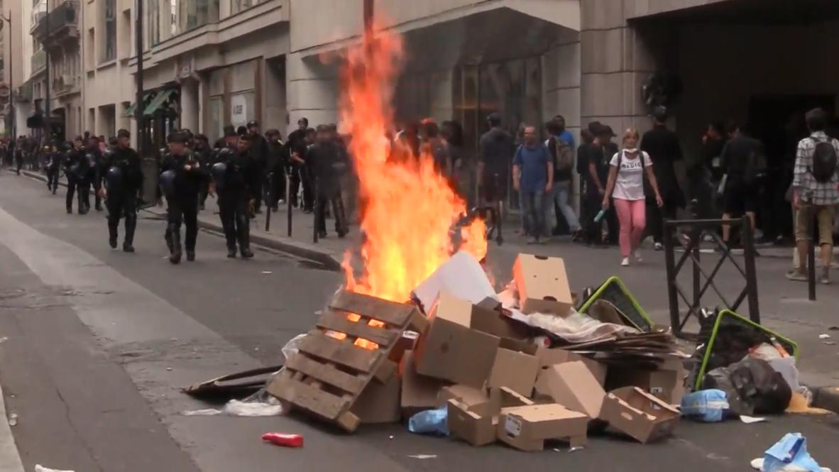 Francia: Enfrentamientos durante las protestas antigubernamentales en el Día de la Bastilla