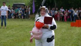 Россия: Замах на рубль! Соревнования по метанию коровьих лепешек прошли в Пермском крае