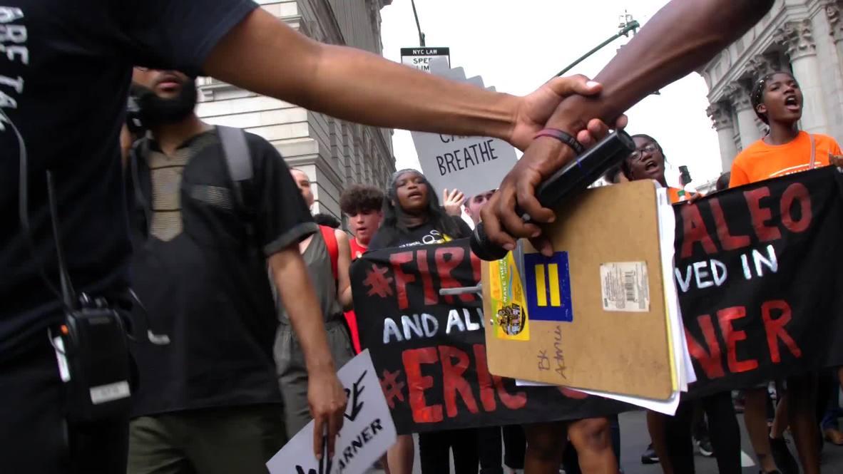 USA: Hundreds demand justice for Eric Garner in New York City