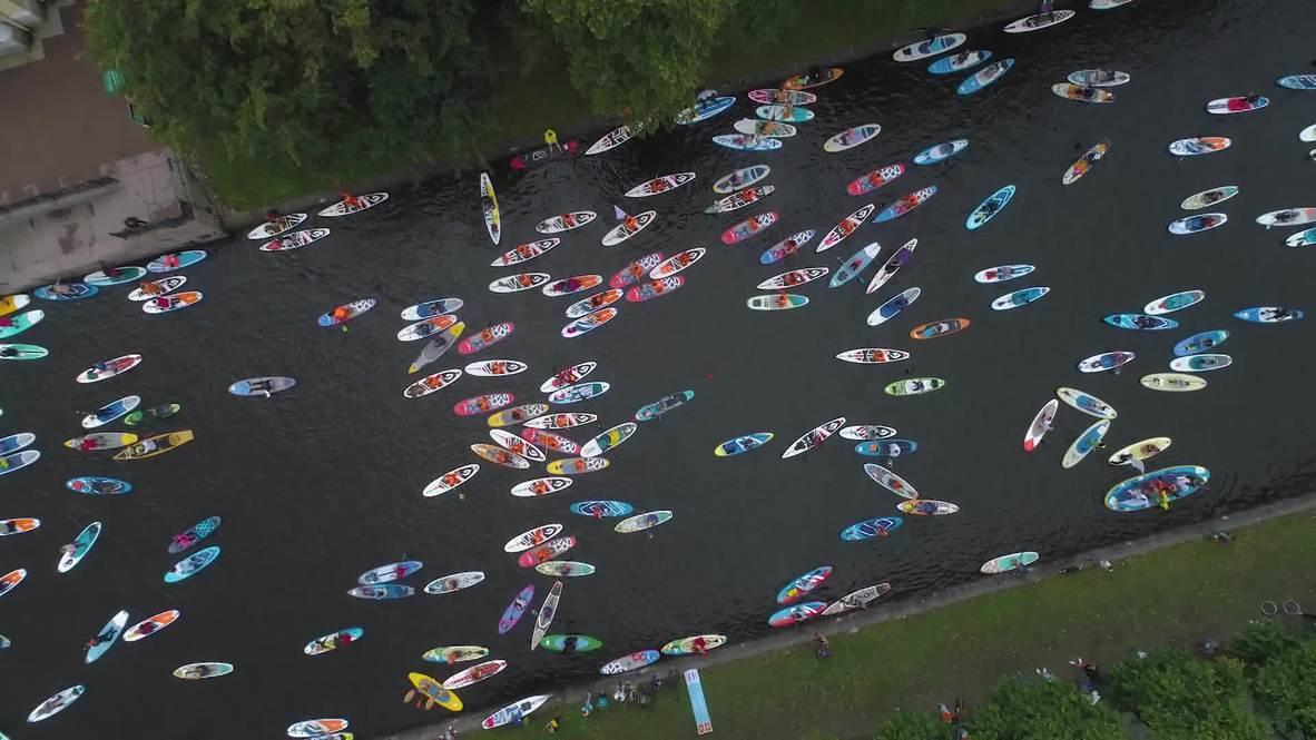 Россия: В Питере – плыть! Более тысячи сапсерферов приняли участие в фестивале
