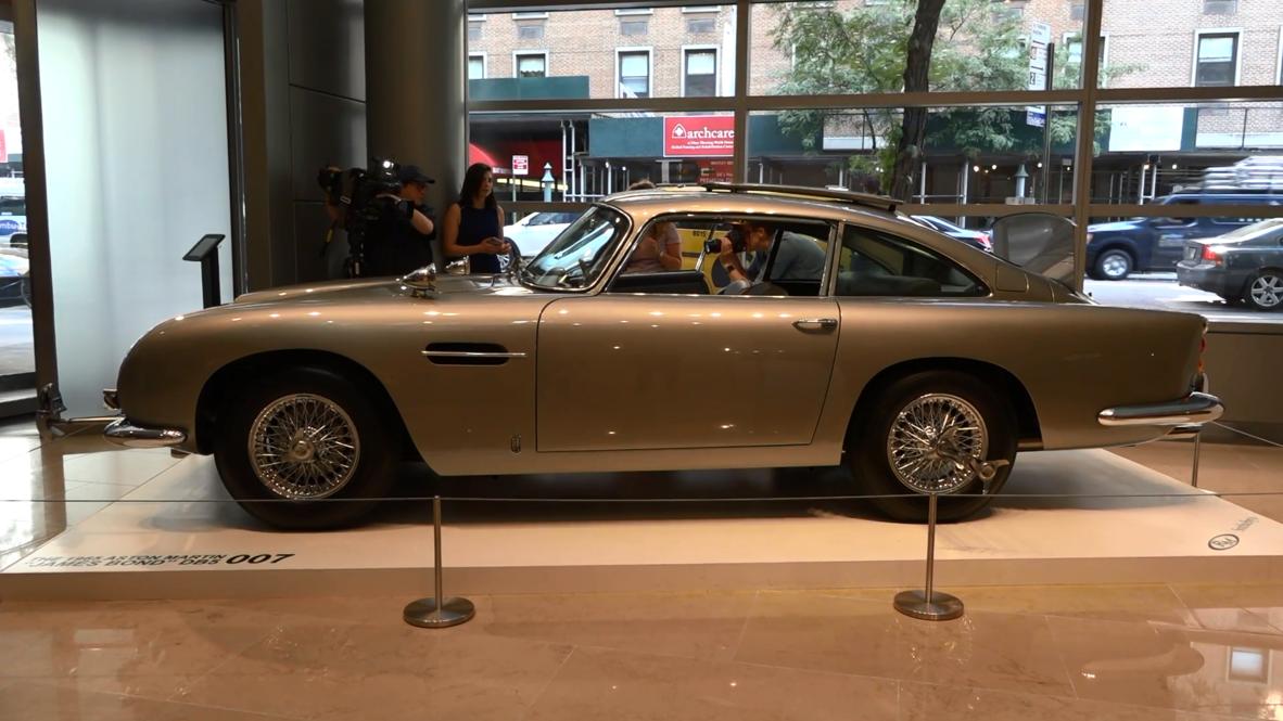 Licencia para vender: El coche de James Bond se exhibe en Nueva York antes de su subasta