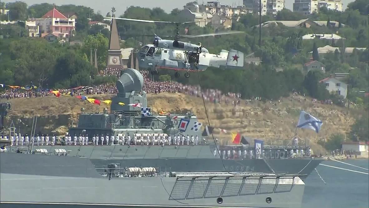 Россия: История воинской славы Черноморского флота. Медведев принял парад ко дню ВМФ в Крыму